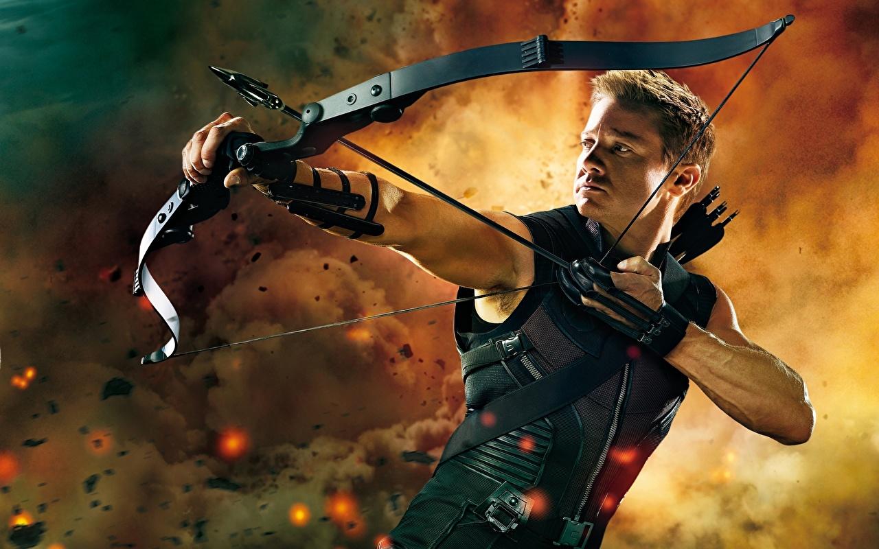 Bilder von Film Marvel's The Avengers 2012 Jeremy Renner Bogenschütze Holzpfeil Bogen Waffen Pfeil Pfeile