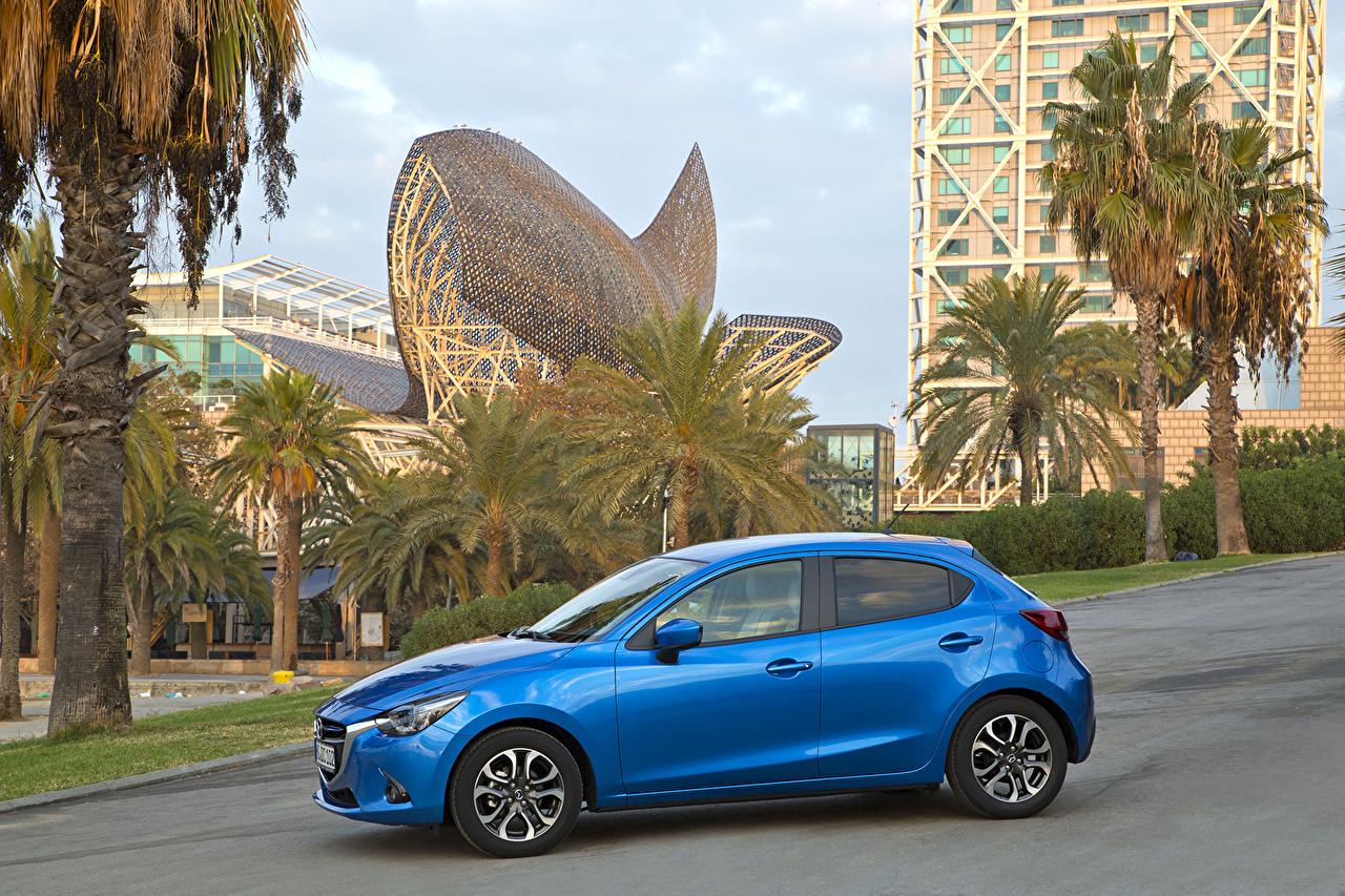 Immagini 2014 Mazda 2 Celeste colore Auto Metallizzato Vista laterale Accanto macchina macchine metallico automobile autovettura
