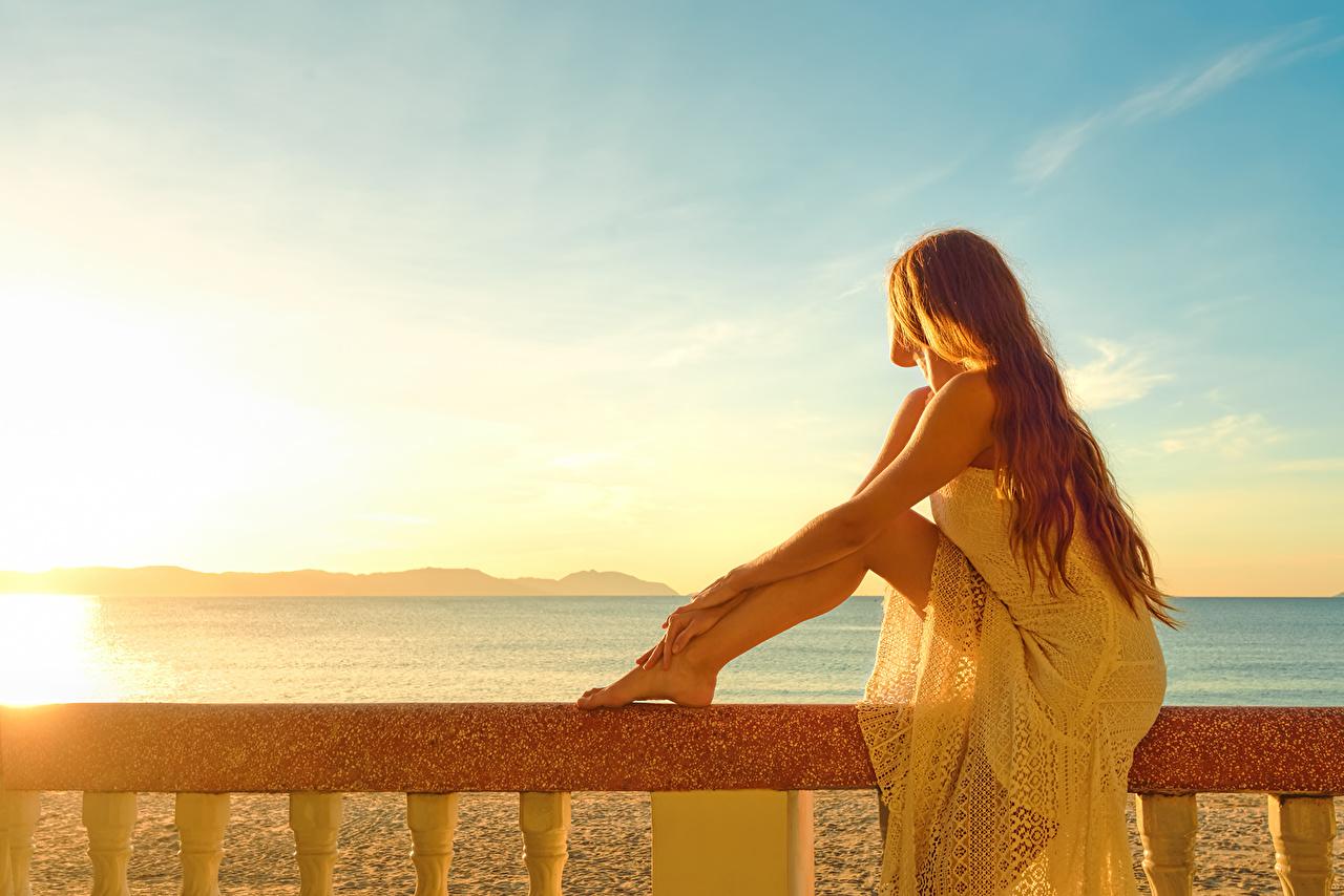 壁紙 空 茶色の髪の女性 脚 少女 自然 ダウンロード 写真