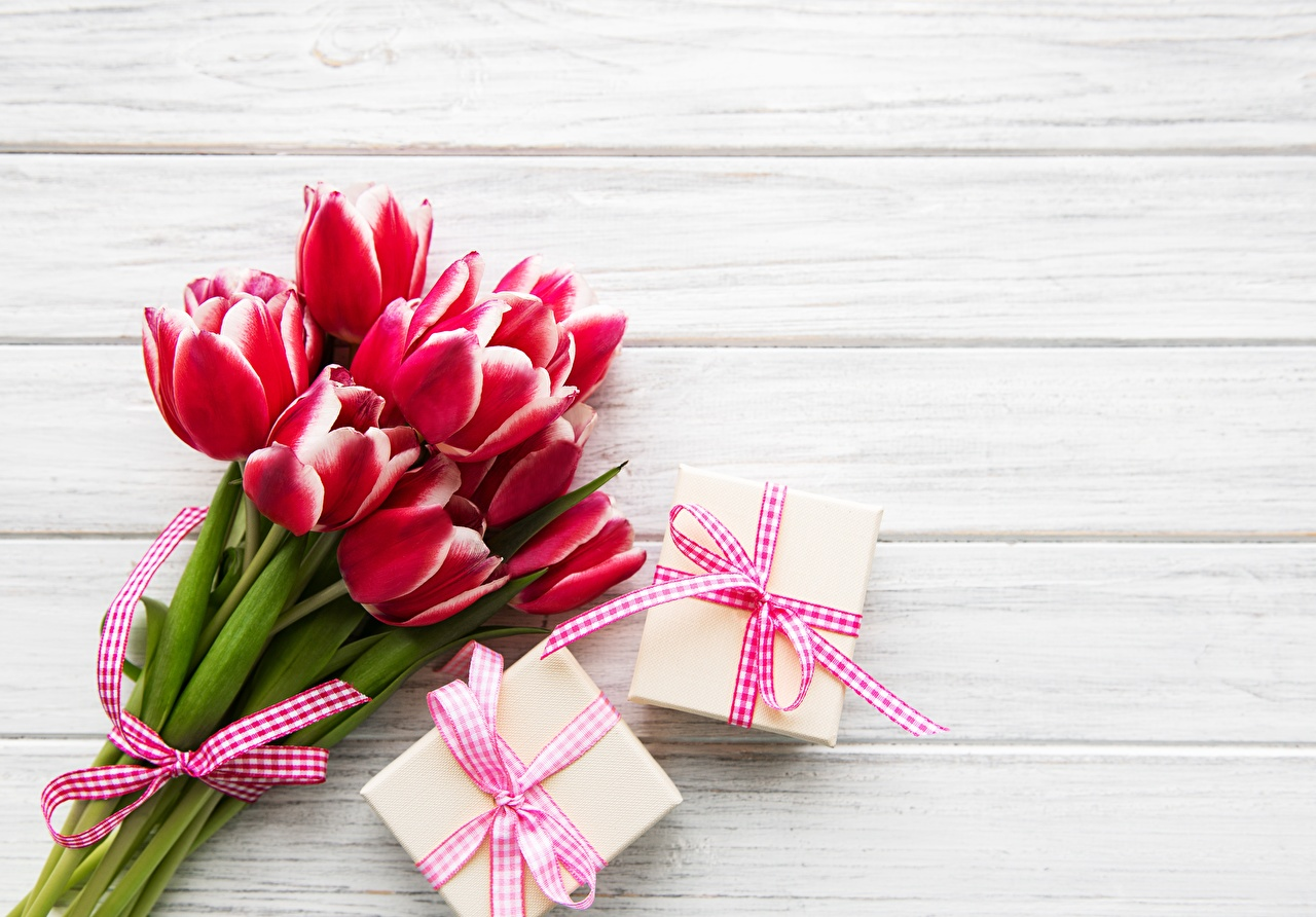 Photo Bouquets Tulips flower present boards bouquet tulip Gifts Flowers Wood planks
