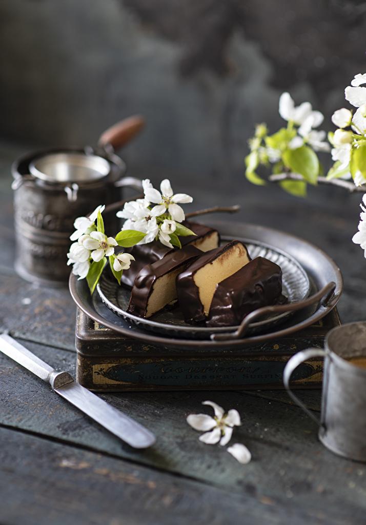 Sfondi del desktop Cioccolato Dessert Cibo di ramo Tavole Alberi in fiore  per Telefono cellulare Rami alimento