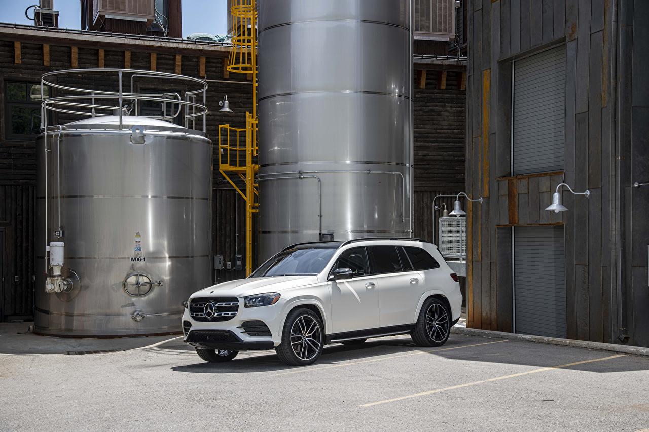Mercedes-Benz_2020_GLS_580_4MATIC_AMG_Line_White_565819_1280x853.jpg