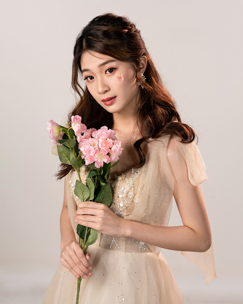Images bouquet Girls Asian Glance Dress  for Mobile phone Bouquets female young woman Asiatic Staring gown frock