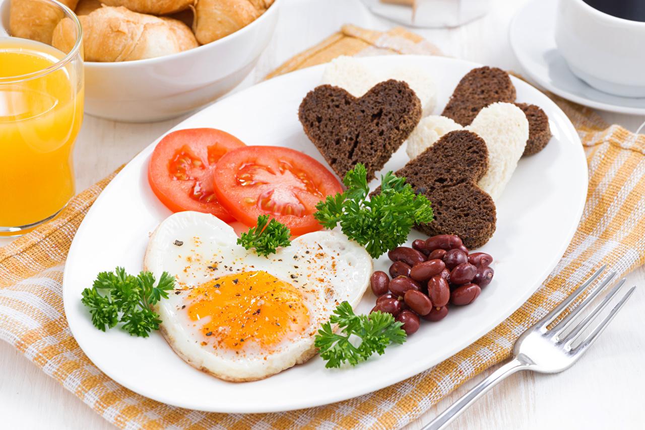 Desktop Wallpapers Heart Fried egg Tomatoes Bread Food Plate Vegetables