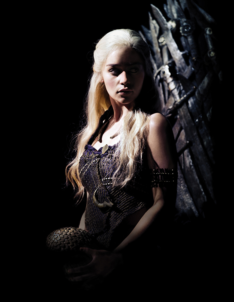 Photos Game Of Thrones Daenerys Targaryen Emilia Clarke Young Woman