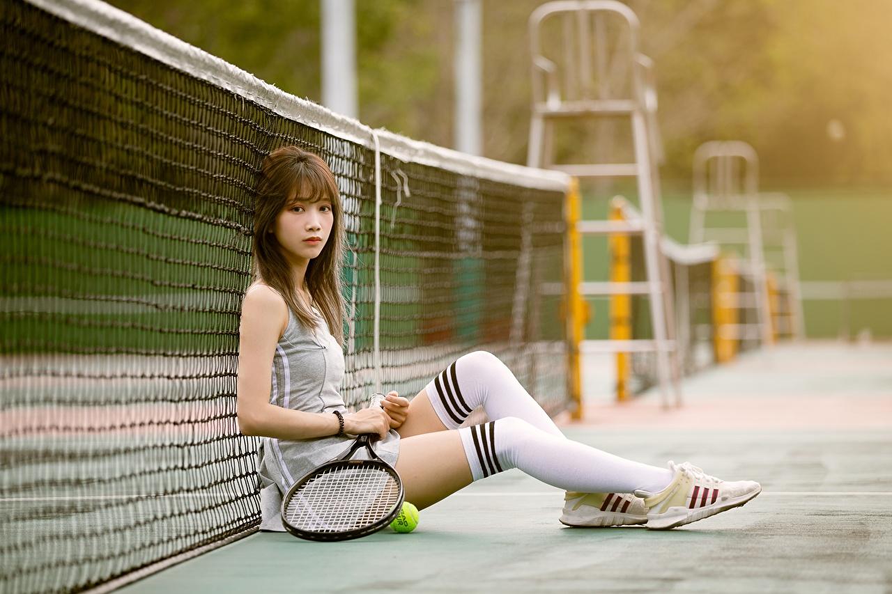 Tapety na pulpit Podkolanówki Bokeh Siatka sportowa Tenisówki Dziewczyny Nogi Tenis Azjaci Siedzi Uniform rozmazane tło dziewczyna młoda kobieta młode kobiety azjatycka siedzą