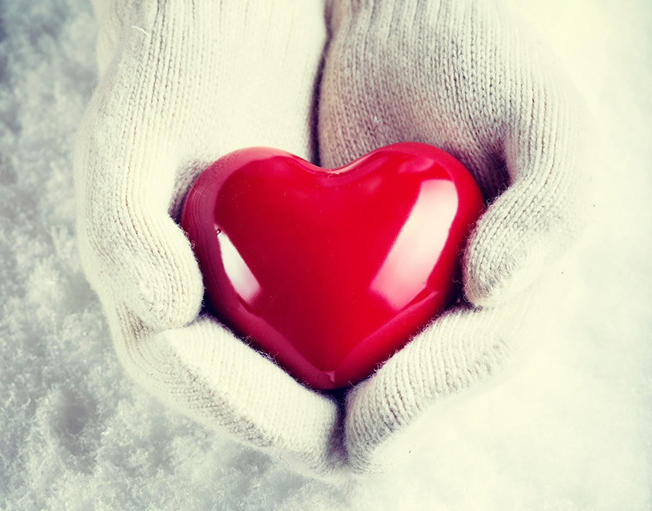 Picture Heart mittens Hands Closeup
