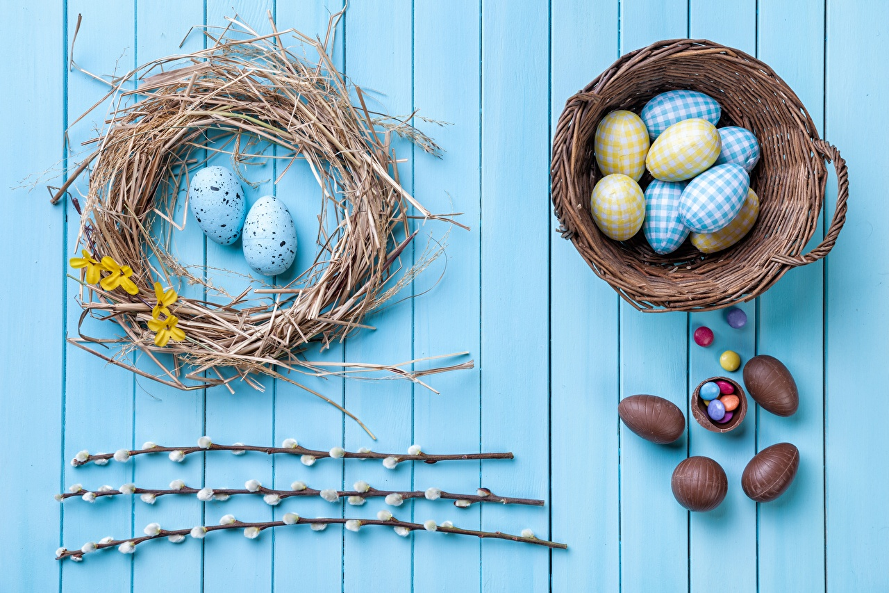 Wallpaper Easter Eggs Chocolate Nest Wicker basket Branches boards egg Wood planks