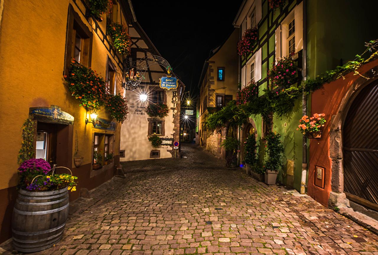 Skrivebordsbakgrunn Frankrike Riquewihr Gate Natt Gatelykter en by bygninger Gatebelysning Hus Byer byen bygning