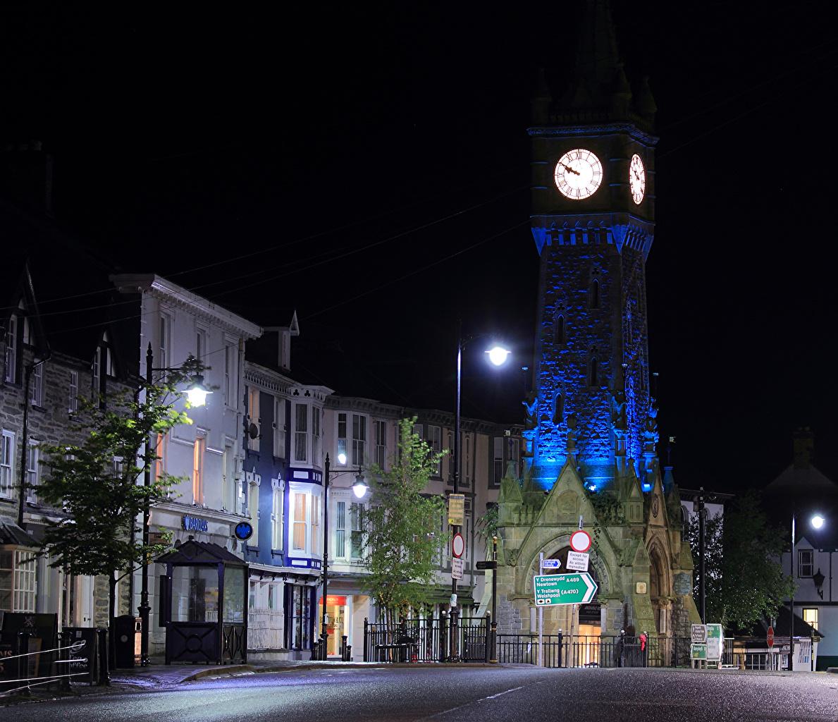 Immagine Regno Unito Machynlleth Orologio Via della città Di notte Lampioni Città La casa Notte notturna edificio