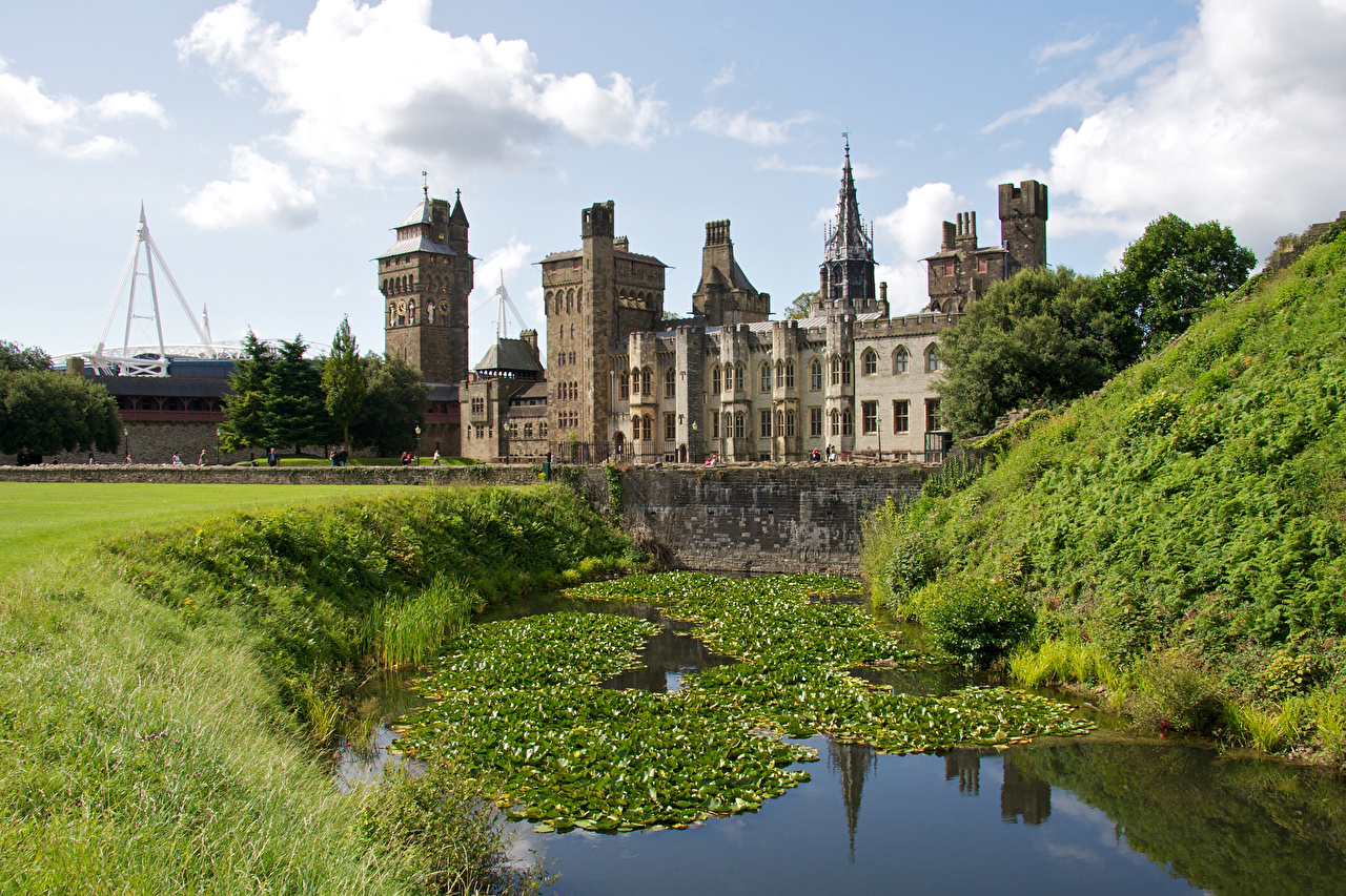 Images United Kingdom Cardiff Castle Castles Pond Cities