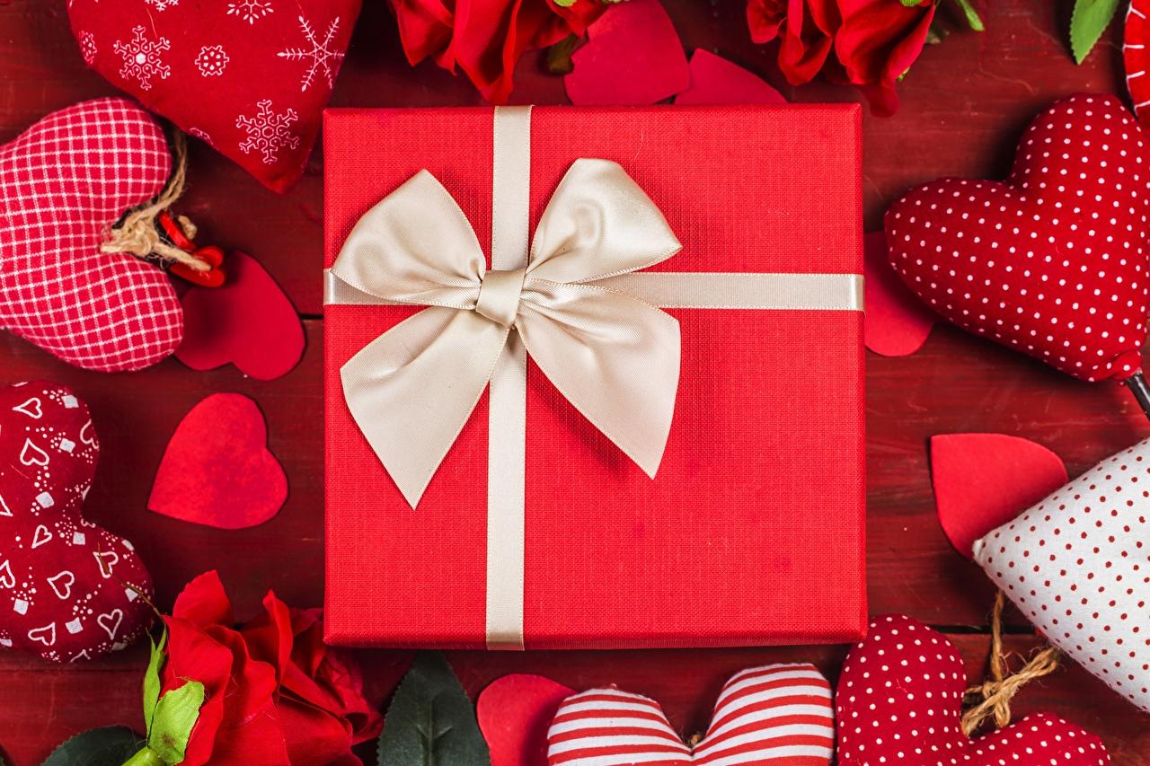 Bilder von Valentinstag Herz Geschenke Schleife