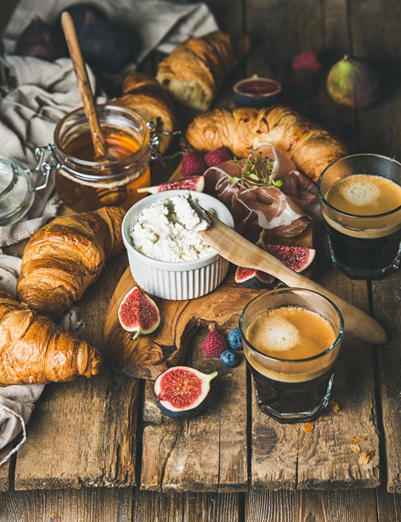 Bilder von Honig Kaffee Croissant Echte Feige Topfen Weißkäse Quark Hüttenkäse Trinkglas Lebensmittel Bretter