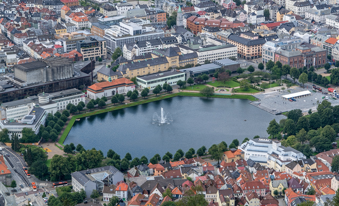 Picture Bergen Norway Fountains Hordaland Pond From above Houses Cities Building
