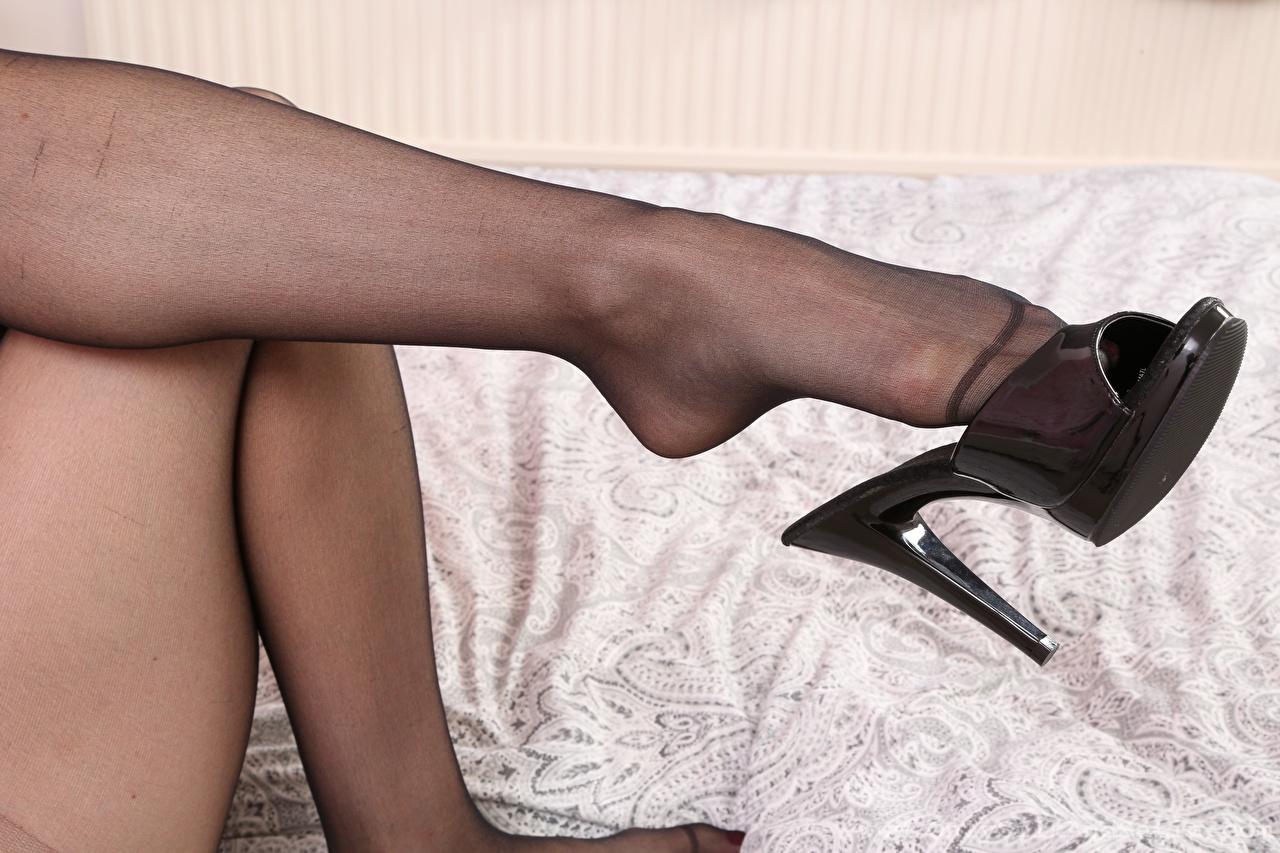 Foto Strumpfhose junge frau Bein Großansicht High Heels Mädchens junge Frauen hautnah Nahaufnahme Stöckelschuh