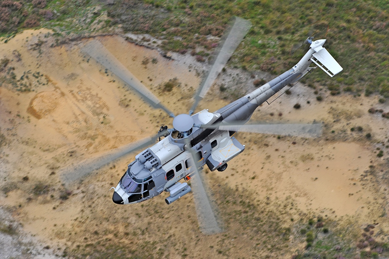 Foto Hubschrauber Airbus Helicopters H225M Flug Von oben Luftfahrt