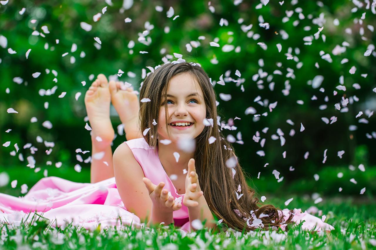 Desktop Wallpapers Little Girls Brown Haired Smile Lovely Child