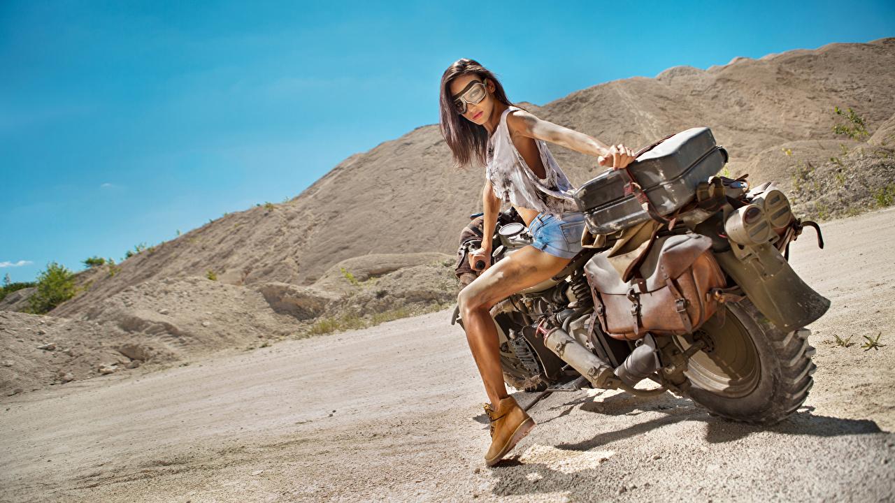 Foto Braune Haare Mädchens Motorradfahrer Brille Braunhaarige