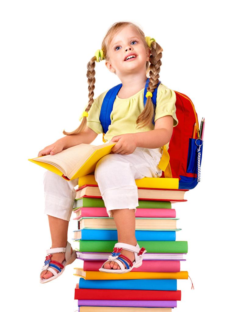 Foto Kleine Mädchen Schule Zopf Kinder Buch Sitzend Weißer hintergrund