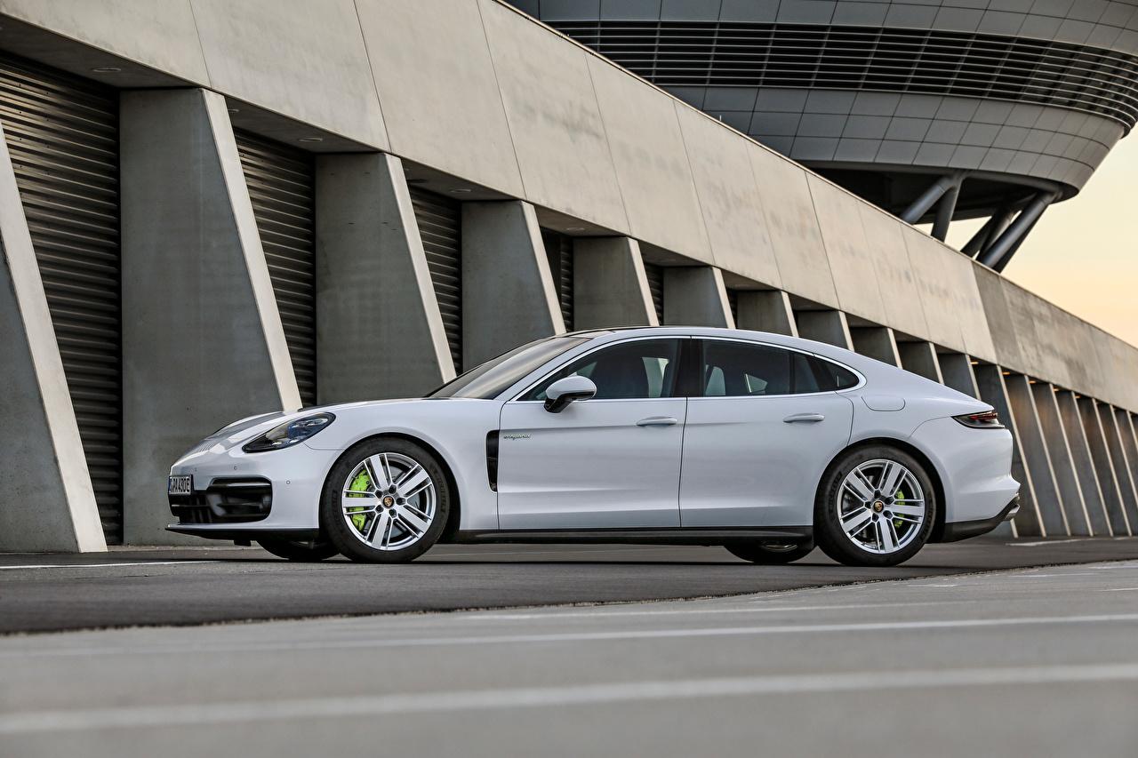 Fotos von Porsche Panamera 4S E-Hybrid, (971), 2020 Weiß Autos Seitlich Metallisch auto automobil