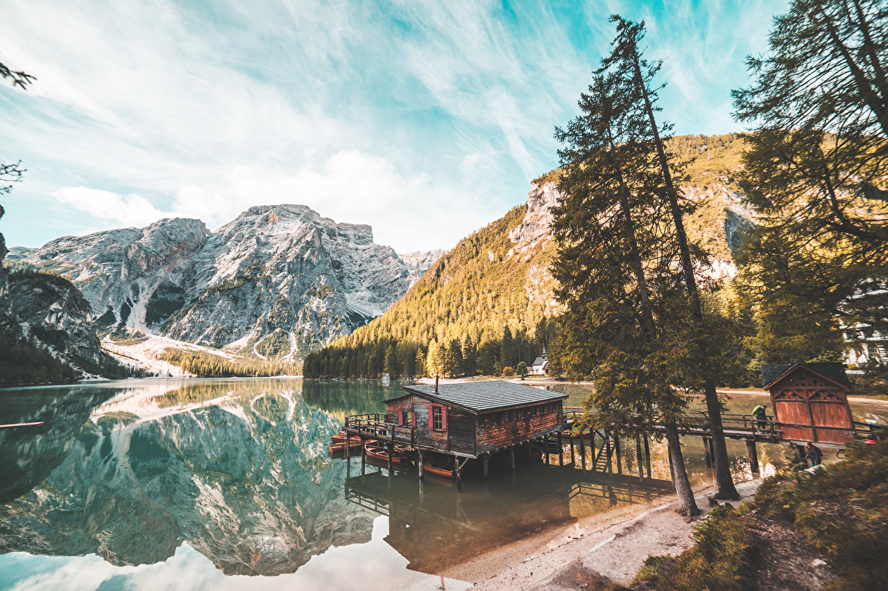 Bilder von Italien Braies Lake, South Tyrol Natur Gebirge See Bäume Berg
