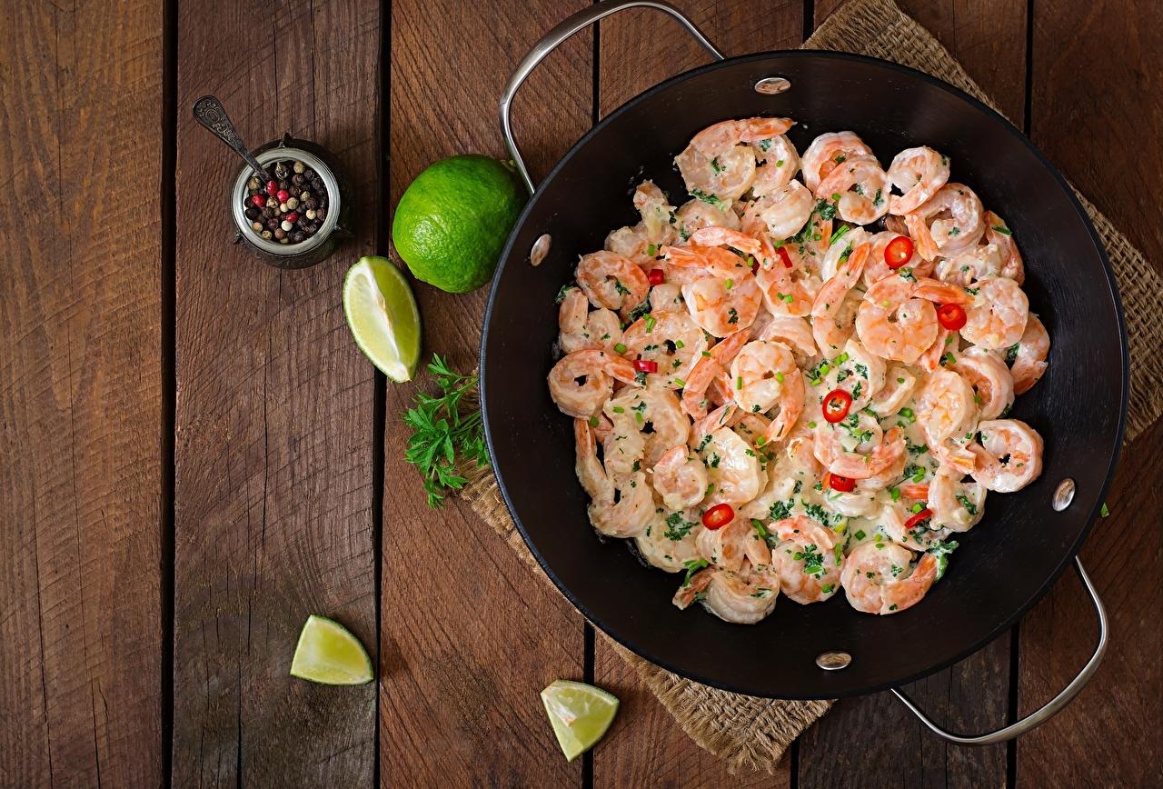 Foto Limette Pfanne Caridea Lebensmittel Bretter Garnelen Bratpfanne das Essen