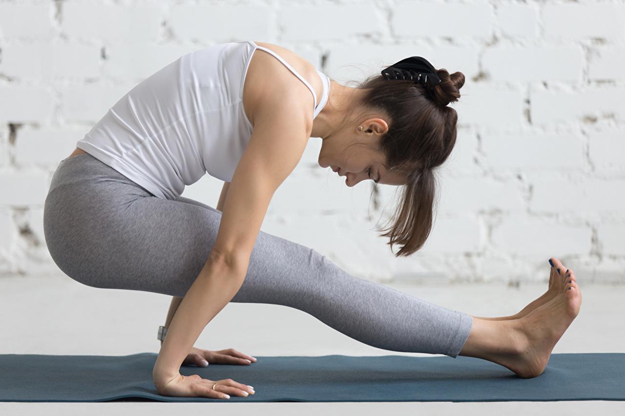Fotos von Braune Haare Trainieren Fitness Sport Mädchens Bein Braunhaarige Körperliche Aktivität
