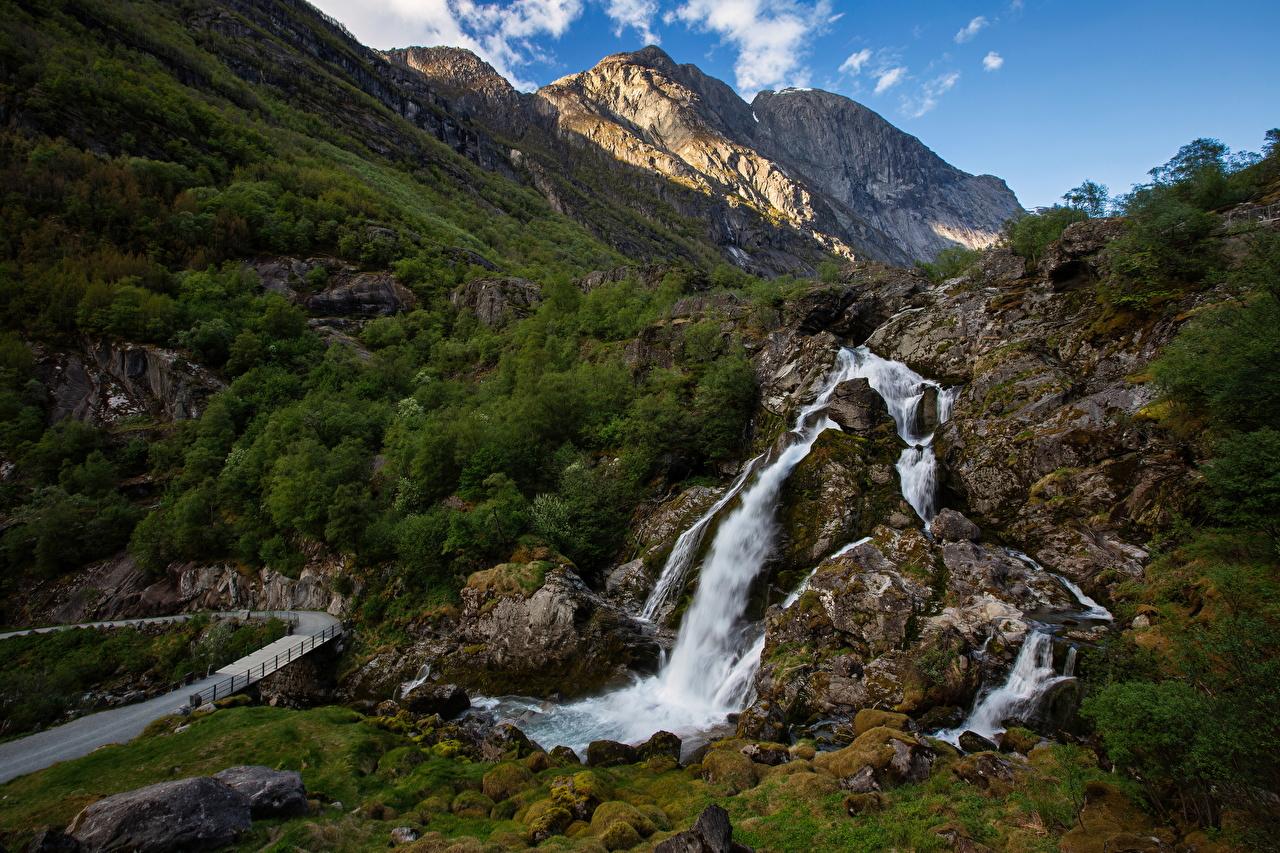 Bilder von Norwegen Briksdalen Natur Felsen Gebirge Wasserfall Berg