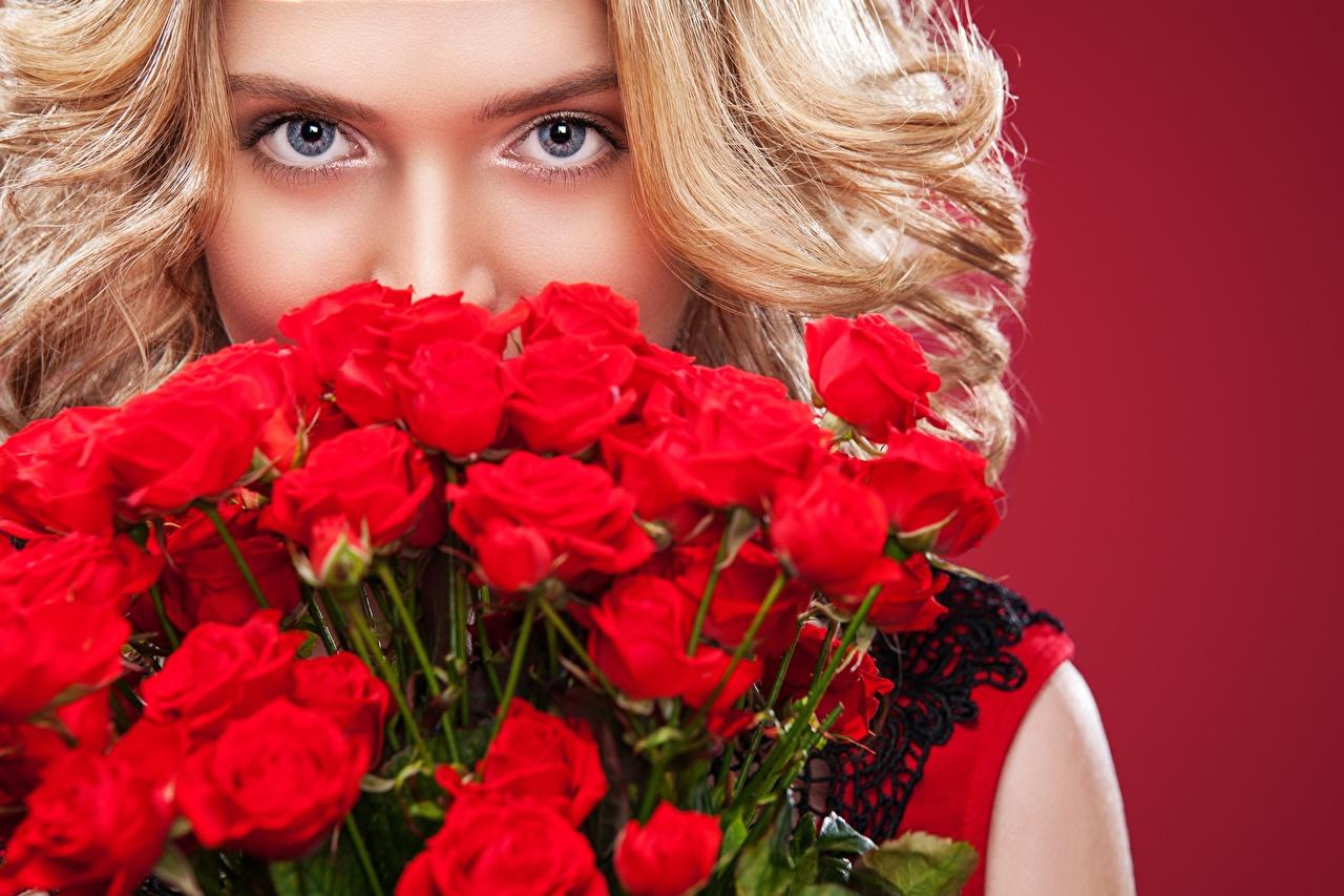 Mazzo Di Fiori X Ragazza.Immagine Ragazza Bionda Modello Mykhailo Orlov Mazzo Di Fiori Rosa