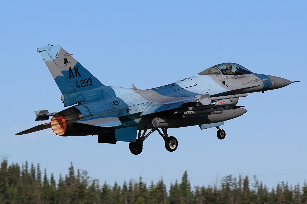 Bilder Jagdflugzeug Flugzeuge F-16 Fighting Falcon abheben Luftfahrt starten Start Luftfahrt