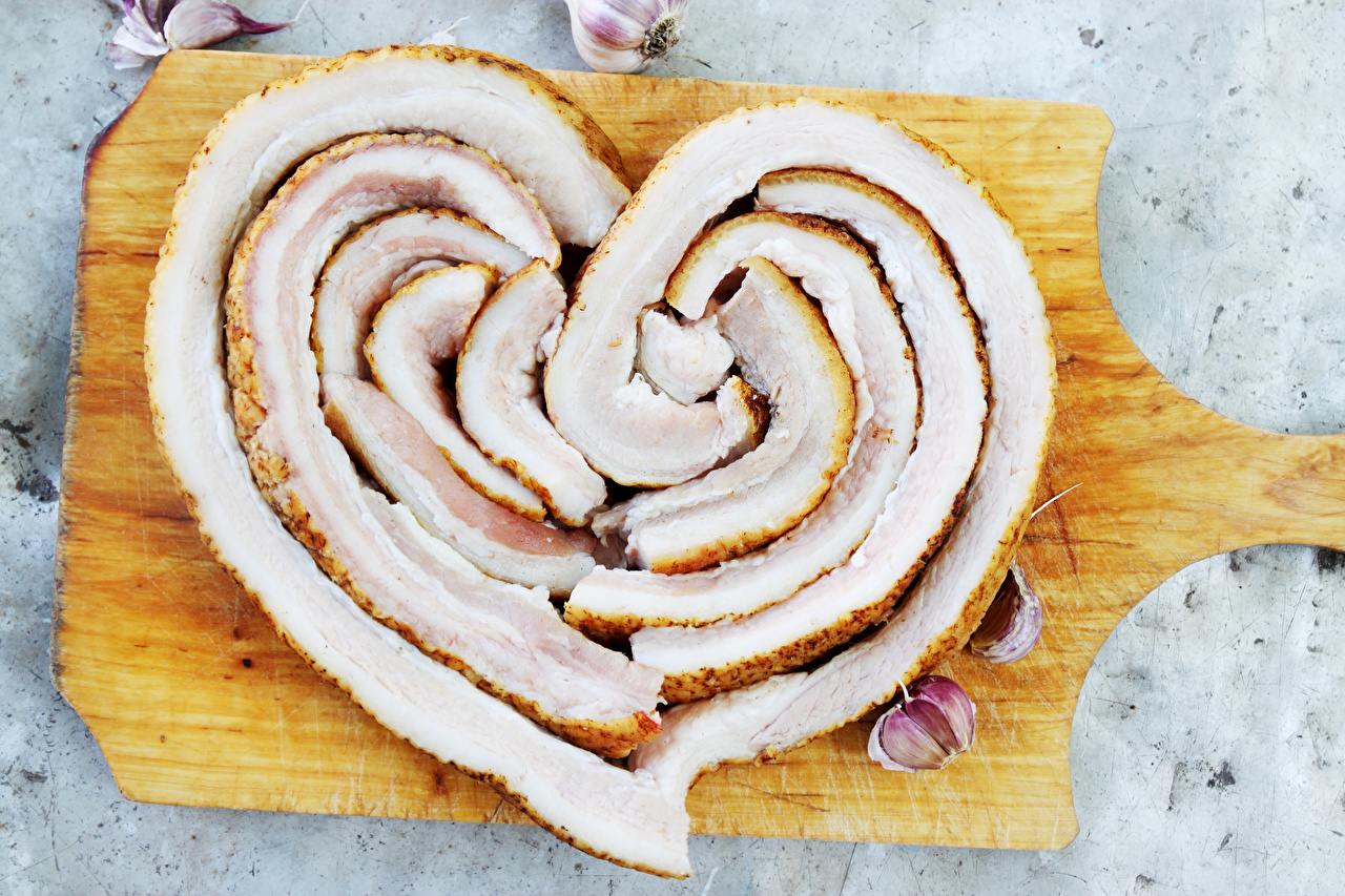 Картинка сердечко Сало Чеснок Еда Разделочная доска серце Сердце сердца салом Пища Продукты питания разделочной доске