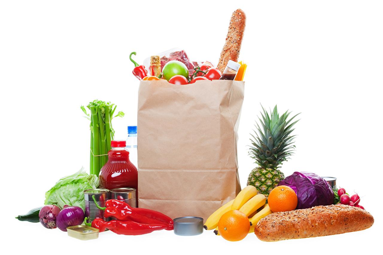 Fotos kaufte Tüte Zwiebel Orange Frucht Brot Obst Flasche Paprika Gemüse Lebensmittel Weißer hintergrund kaufen kauften Einkaufen Apfelsine flaschen das Essen