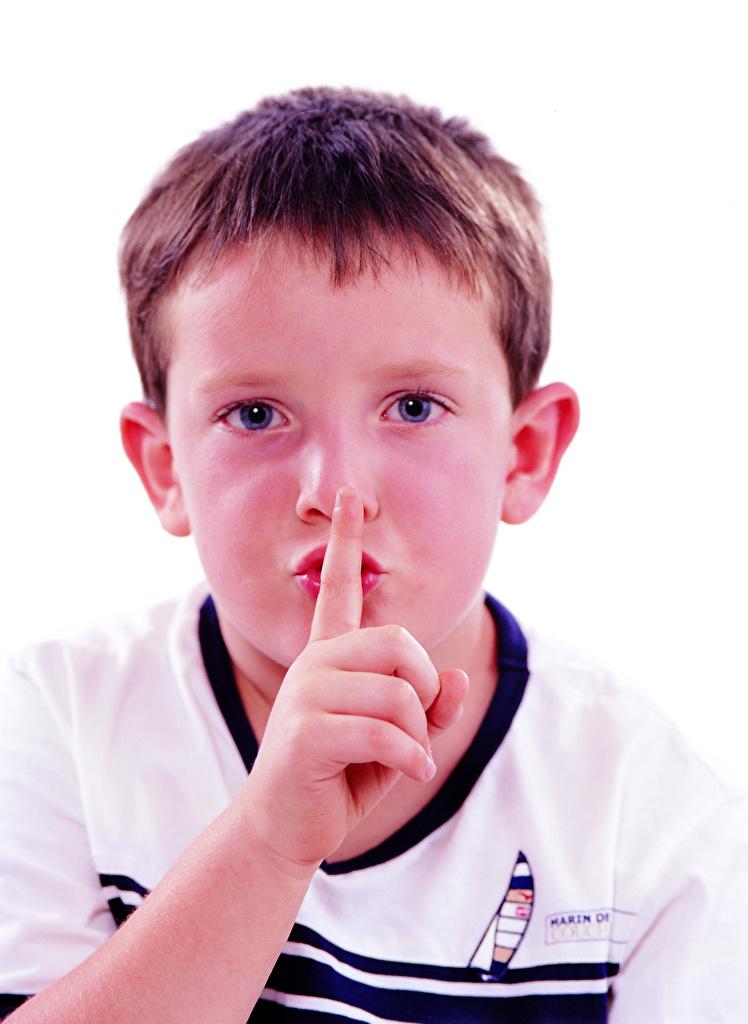 Fotos von jungen Gestik Kinder Gesicht Finger Starren Weißer hintergrund  für Handy Junge kind Blick