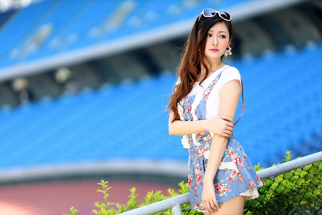 Bilder uklar bakgrunn Posere Unge kvinner asiatisk Hender Blikk Kjole Bokeh ung kvinne Asiater ser