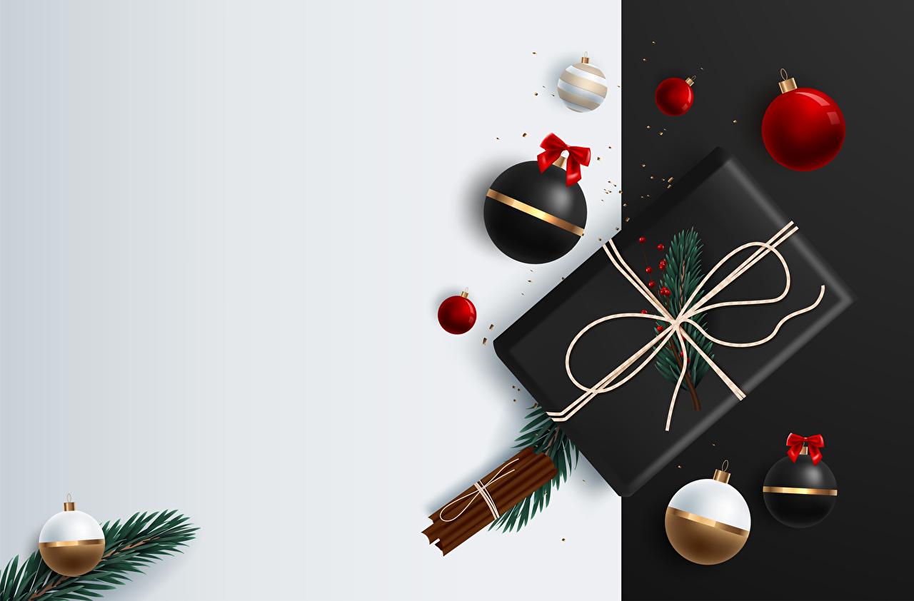 Foto Neujahr Zimt Geschenke Ast Kugeln Vorlage Grußkarte Vektorgrafik