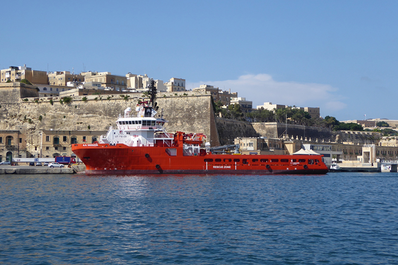 Pictures Malta Valletta Ships Bay Marinas Houses Cities ship Pier Berth Building