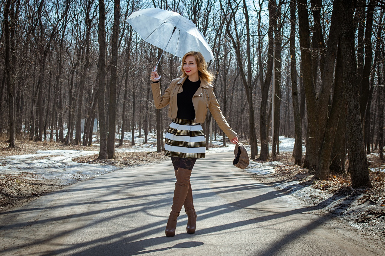 Bilder på skrivbordet Victoria Borodinova Kjol Stövlar Vår Jacka Unga kvinnor Ben Väg Paraply Händer ung kvinna vägar hand