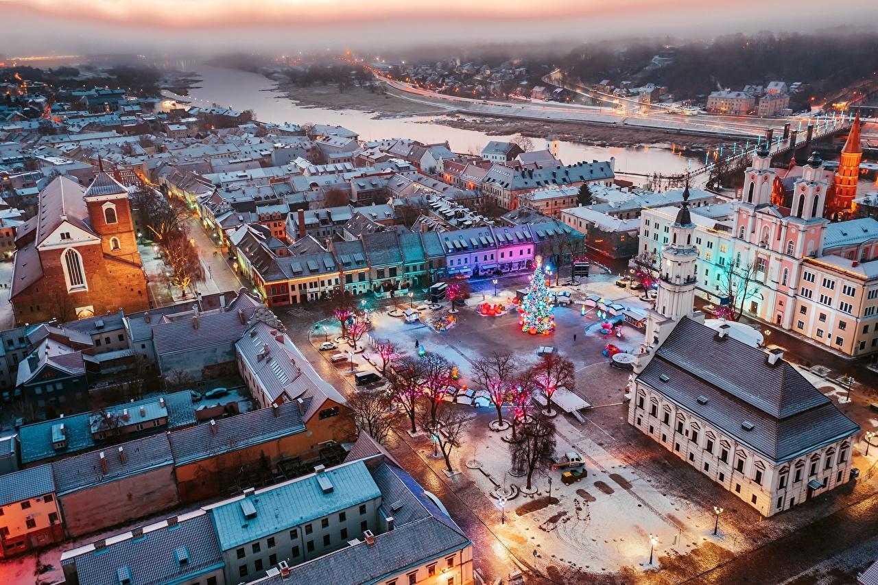 Bilder von Städte Litauen Neujahr Von oben Platz Kaunas Gebäude Christbaum Haus Tannenbaum Weihnachtsbaum
