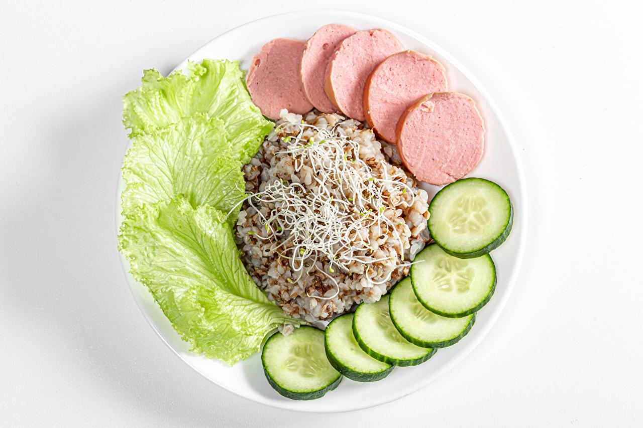 Bilder Gurke Wiener Würstchen Brei Teller das Essen Frankfurter Würstel Lebensmittel