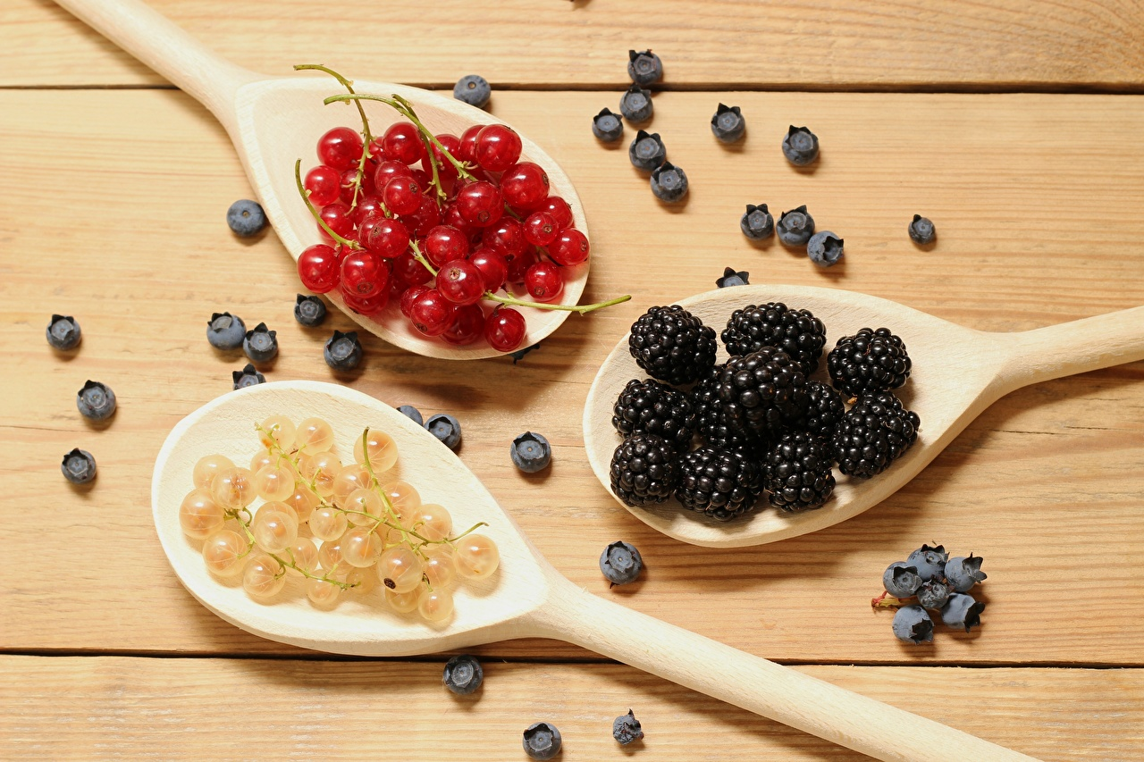 Wallpaper Currant Raspberry Blackberry Blueberries Food Berry Spoon from wood Wooden