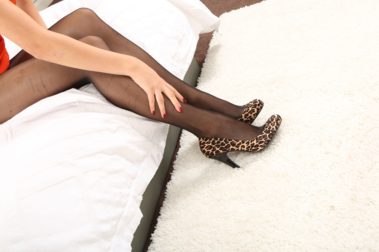 Bilder Strumpfhose junge Frauen Bein Hand High Heels Mädchens junge frau Stöckelschuh