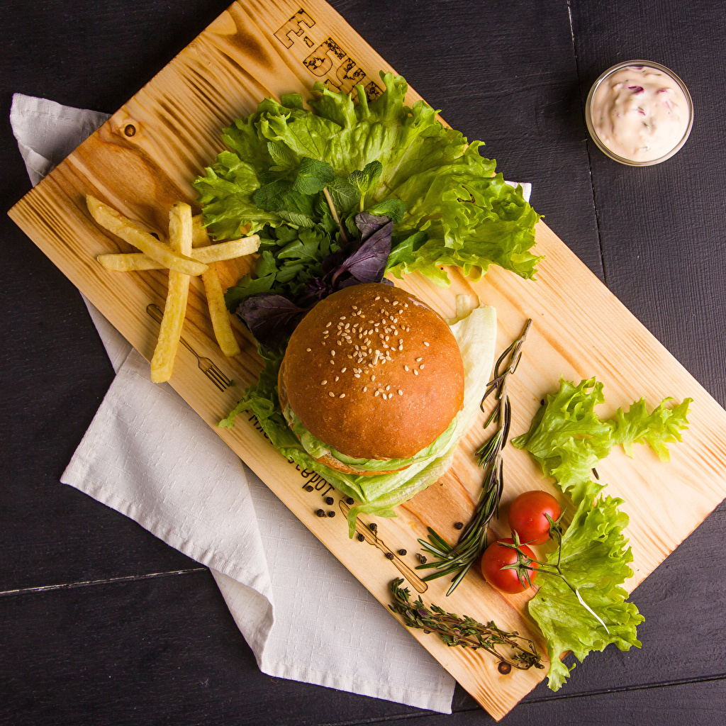 Picture Tomatoes Hamburger French fries Buns Food Vegetables Cutting board finger chips