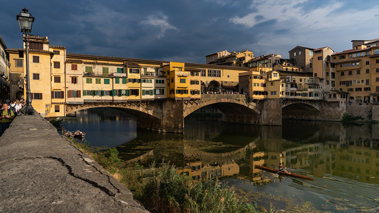 Fotos von Florenz Italien Ponte Vecchio bridge Brücke Fluss Städte Gebäude Brücken Flusse Haus