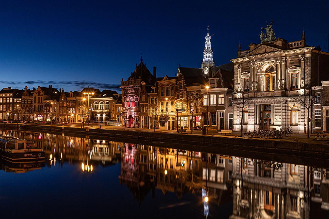 Afbeelding Nederland Haarlem Reflectie rivier Waterfront gebouw Steden weerspiegeld Rivieren Huizen gebouwen een stad