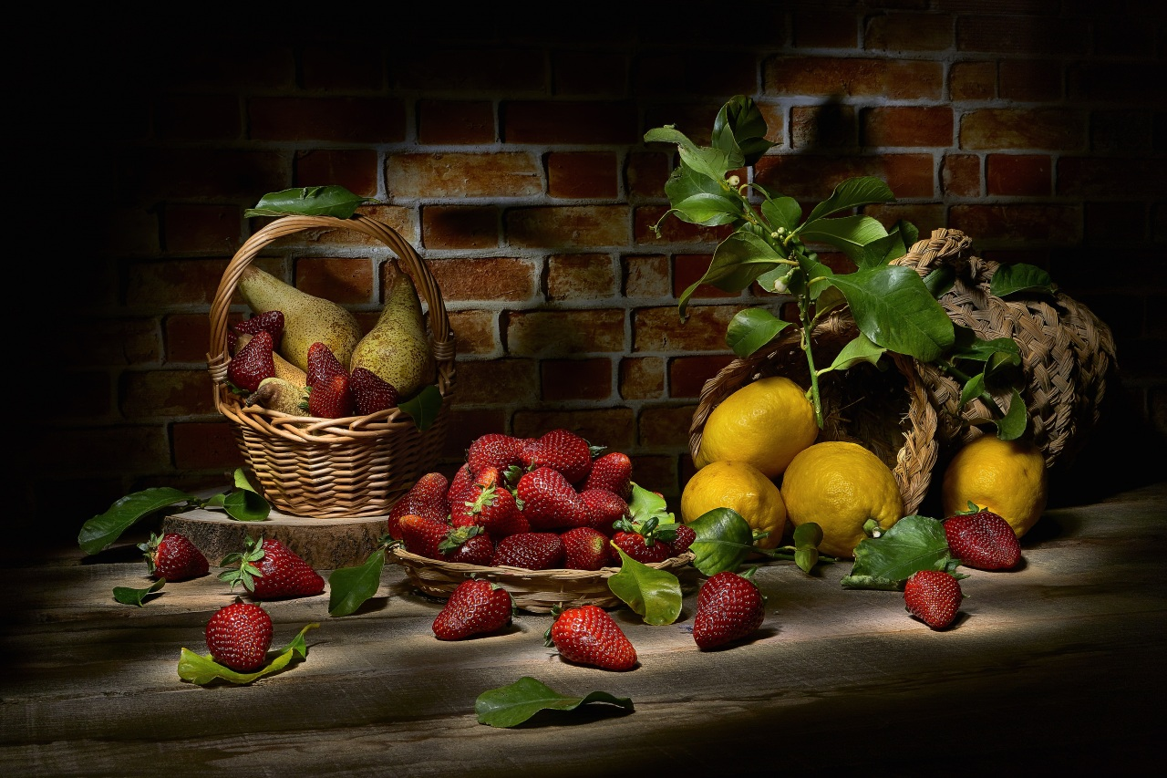 Desktop Wallpapers Lemons Strawberry Wicker basket Food Still-life