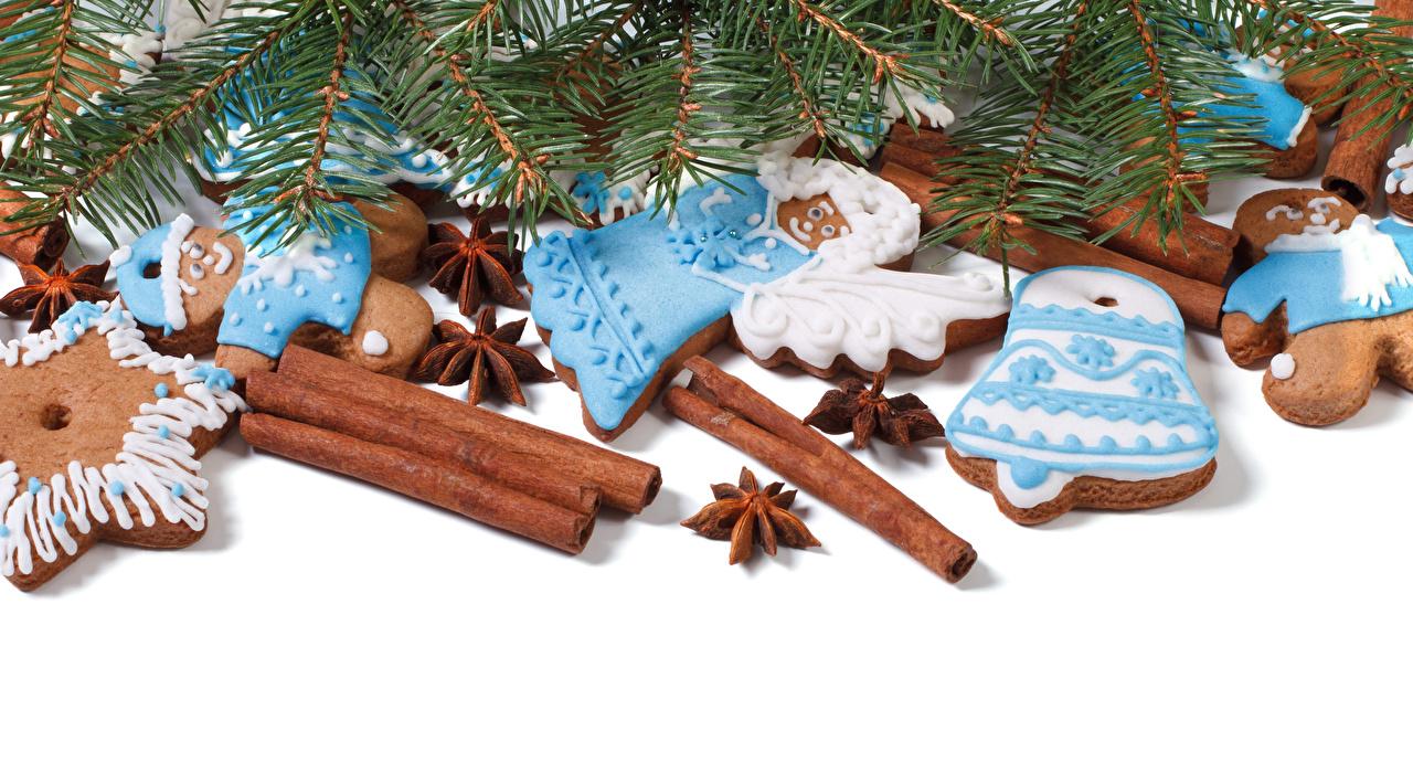 Fotos von Neujahr Sternanis Zimt Ast Kekse Lebensmittel Weißer hintergrund Design
