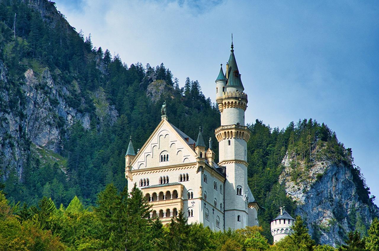 Картинки Нойшванштайн альп Германия Башня Горы замок Природа Альпы башни гора Замки