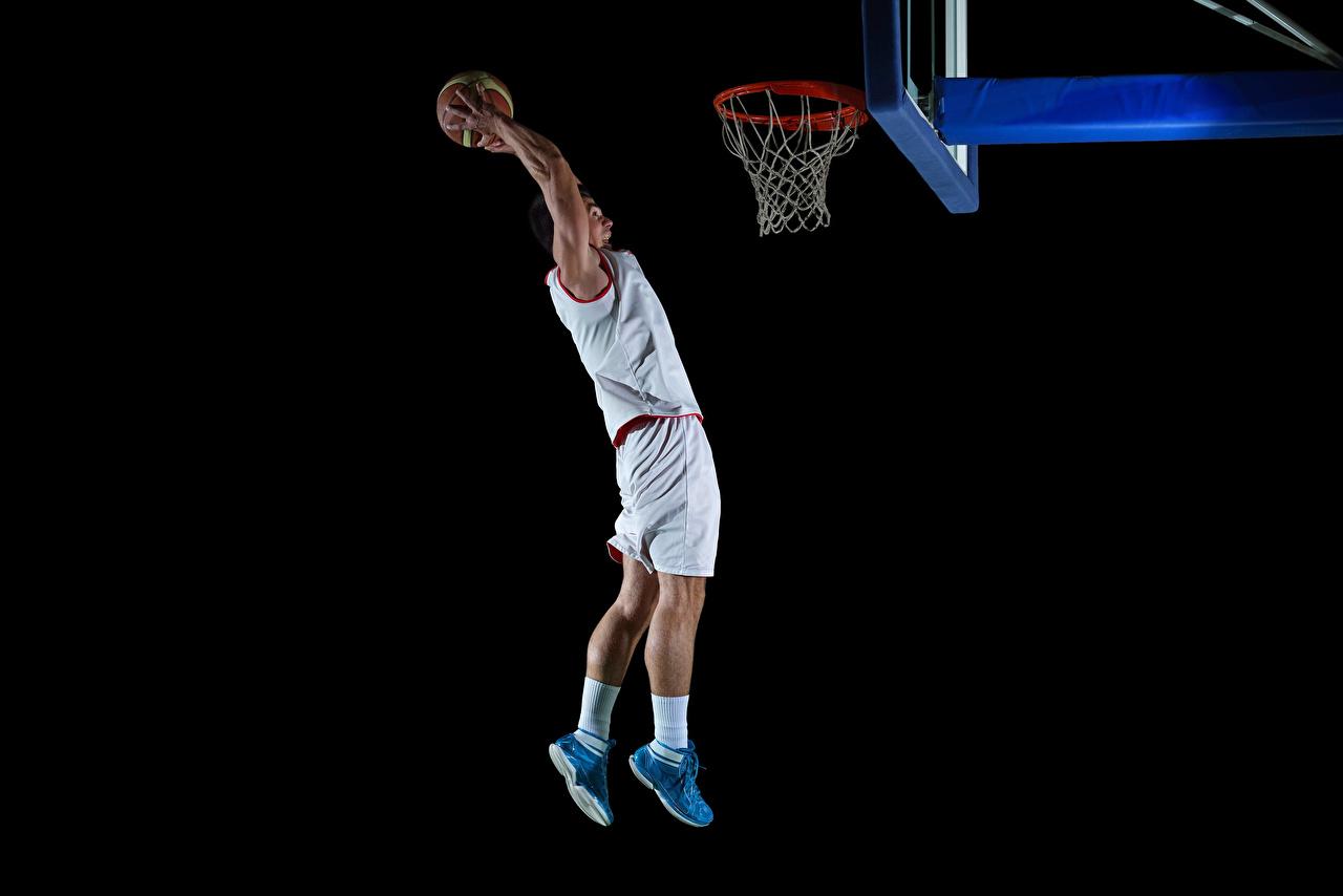 Desktop Hintergrundbilder Mann Sport Basketball Sprung Hand Ball Uniform Schwarzer Hintergrund sportliches