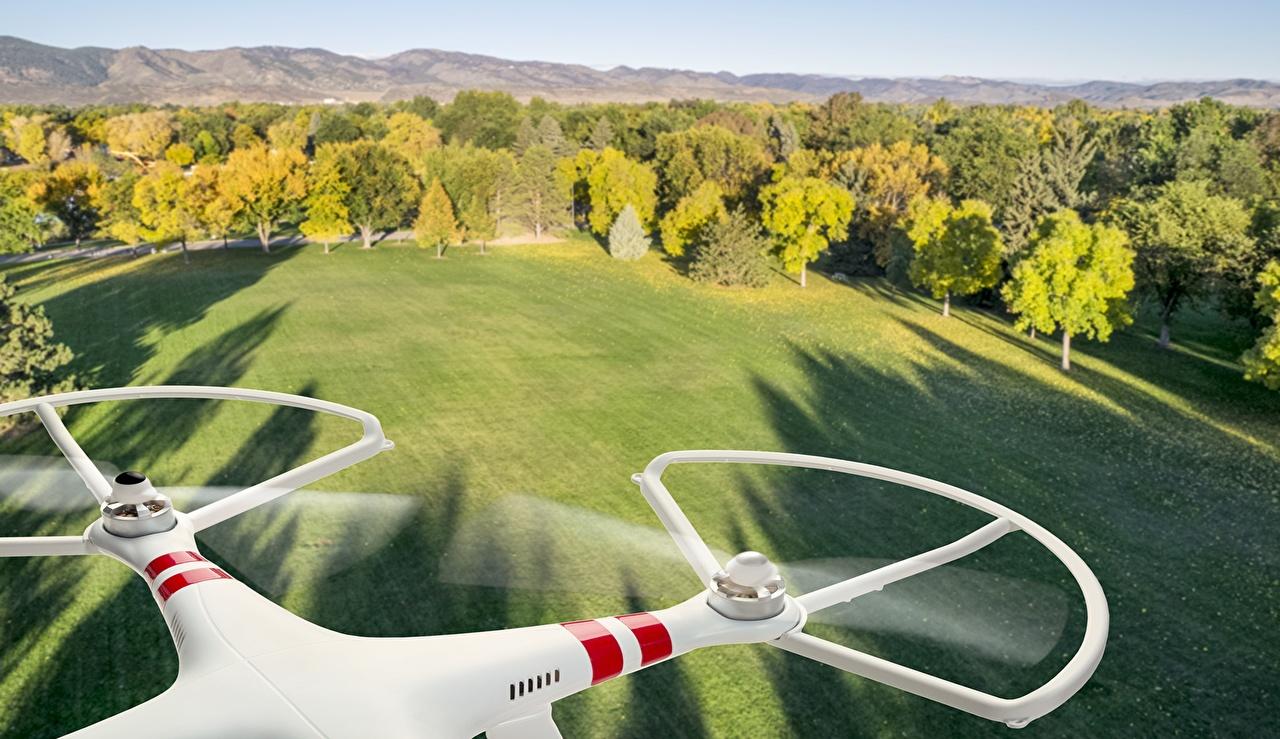 Bakgrunnsbilder til skrivebordet drone Hi-Tech Natur Skoger Natureng Flyging Ovenfra eng skog Flygende
