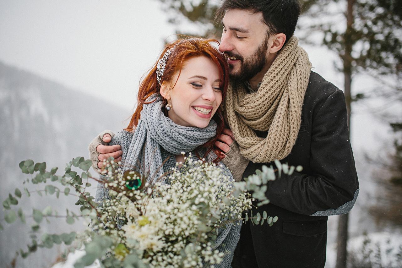Fotos Rotschopf Mann Schal Lächeln Glücklich Zwei Liebe Mädchens Freude 2